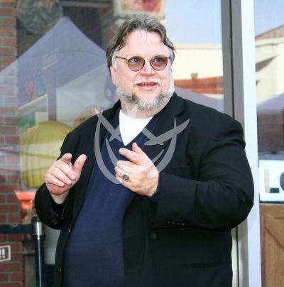 Guillermo del Toro hará volar a mexicanos destacados