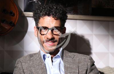 Sobrina de Erick Elías crea cubrebocas para sordos