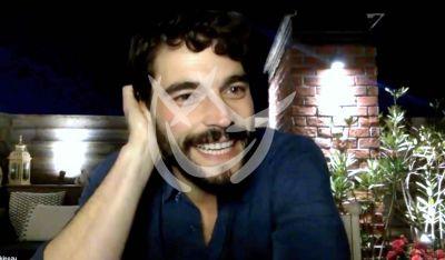 VIDEO: Akin Akinozu aprende español para trabajar acá por 'Hercai'