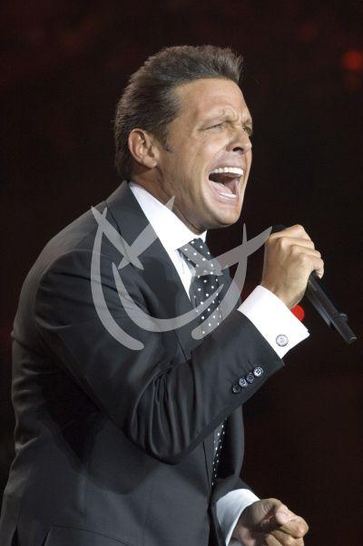 Luis Miguel canta
