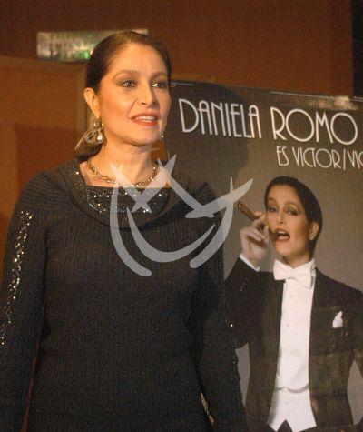 Daniela es Víctor-Victoria