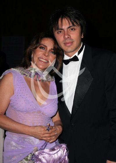 Verónica Castro e hijio Michel