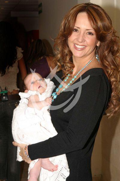 Andrea Legarreta e hija