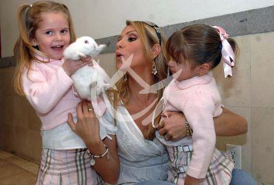 Daniela Castro e hijas 2007