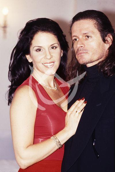 Alejandro Camacho y Rebecca Jones, 1999