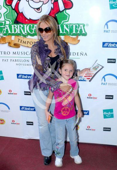 Daniela Castro e hija