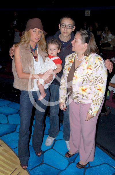 Geraldine Bazán en familia