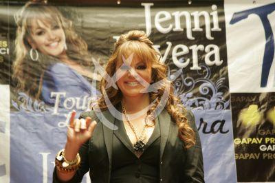 Jenni defiende a inmigrantes