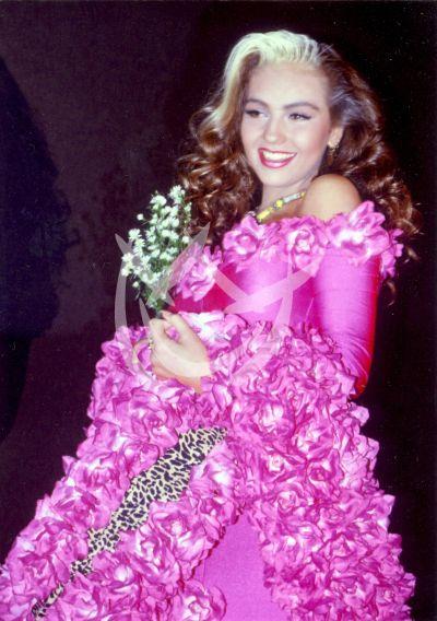 Thalía, 1990