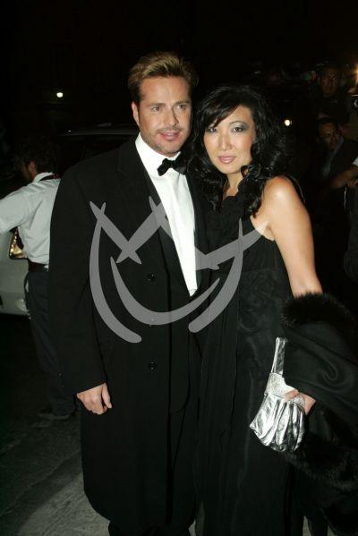Víctor Noriega y novia
