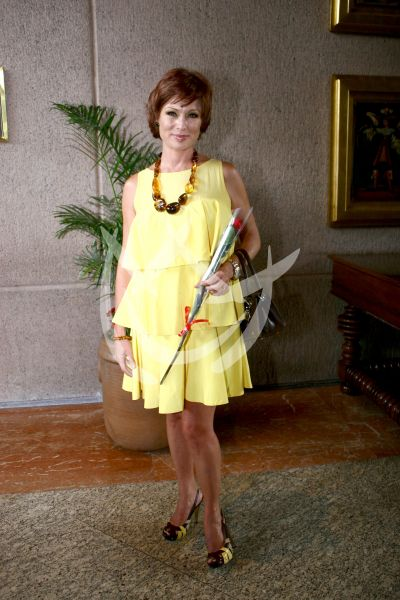Leticia Calderón pelirroja