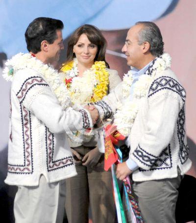 Angélica Rivera y Enrique Peña Nieto con Calderón