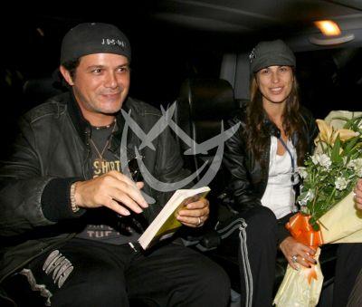 Alejandro Sanz y pareja Raquel