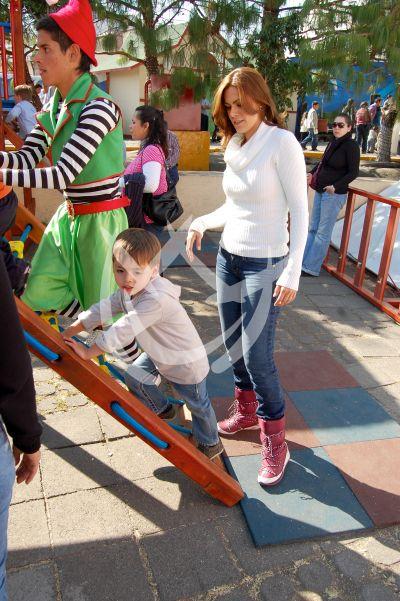 Luz Elena ¡a jugar, mi niño!