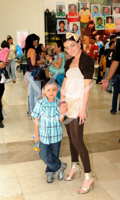 Violeta y su hijo