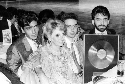 Alejandro Fernández en familia 1989