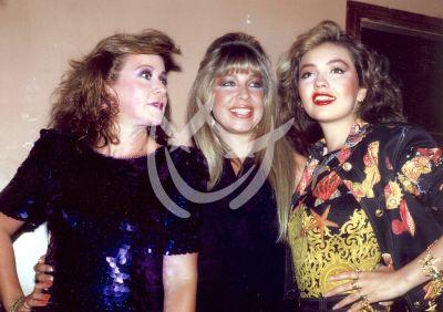 Laura, Ernestina y Thalía, 1990