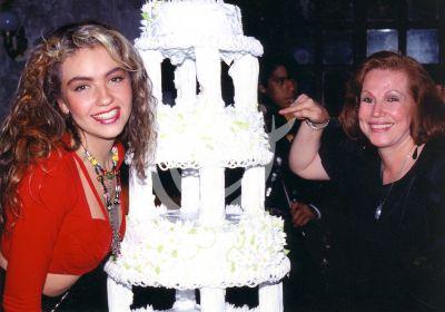 Thalía y su mamá, circa 1991