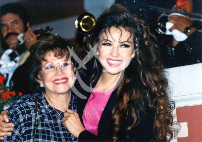 Thalía y mamá, circa 1992