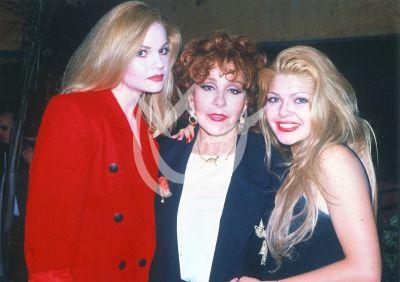 Itatí con Silvia y Ana Patricia, 1994