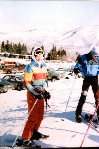 Thalía esquiando