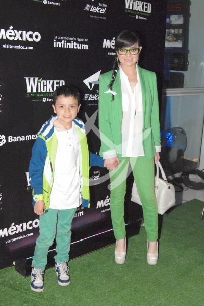 Violeta Isfel y su hijo Omar