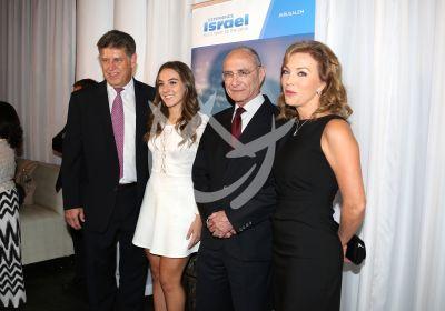 Laura Flores con Israel