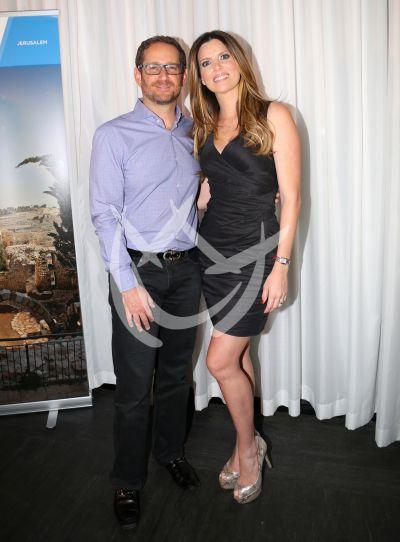Martiza y esposo con Israel