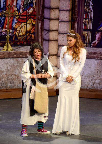 Ninel es Doña Iñés en escena