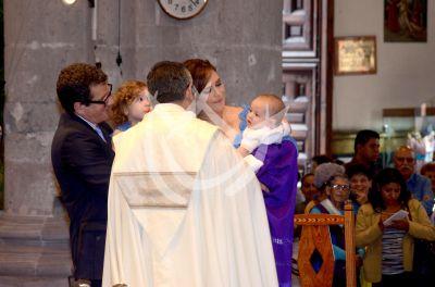 La Vale bautiza a Danico con comadre de lujo