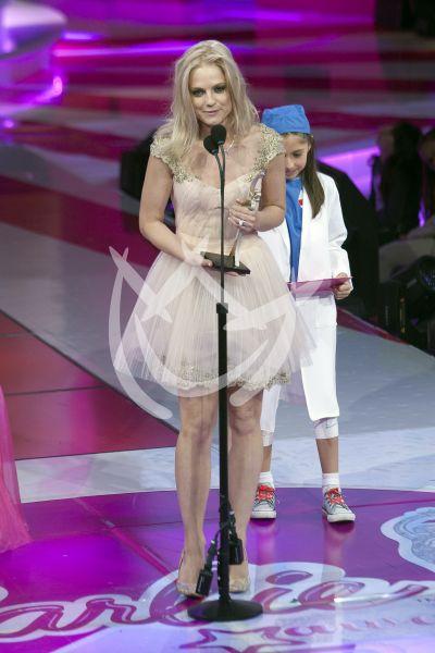 Ana Layevska con su Barbie Award