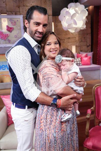 Adamari López y Toni Costa con Alaia
