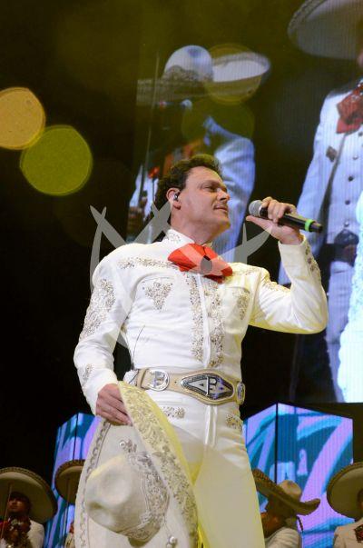 Pedro Fernández es un mariachi con la Z