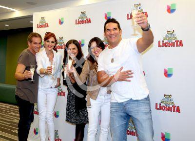 Maite, Lalo, y todos brindan por Lichita