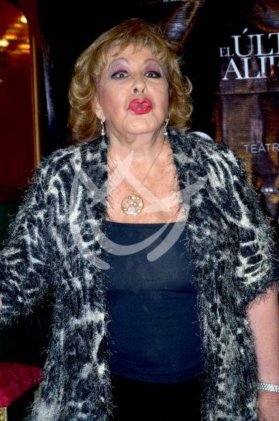 Doña Silvia Pinal da a su hija ¡cortón!
