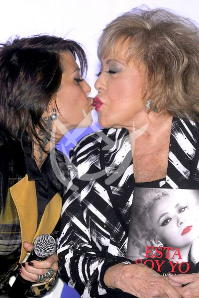 Alejandra Guzmán y mamá Pinal ¡becho!