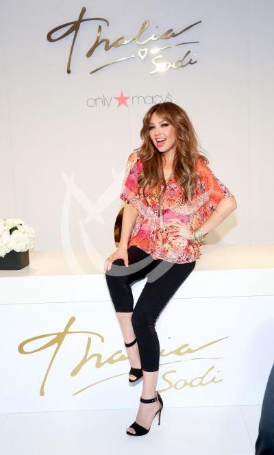 Thalía celebra el 5 de Mayo con fans
