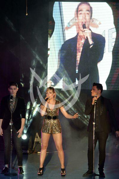 Luz Edith canta por su papá el Caballo Rojas