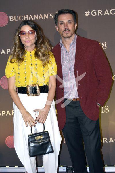 Sergio Mayer con Issabella y más whisky