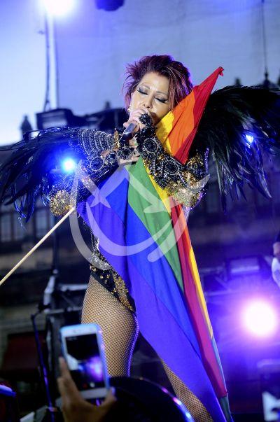 Alejandra Guzmán canta con Orgullo Gay