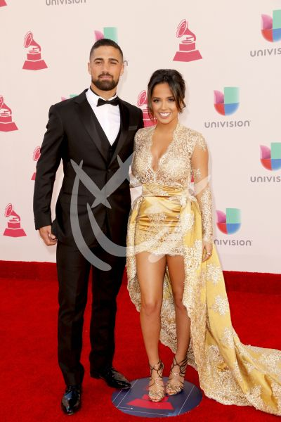 Becky G y novio en Latin Grammy
