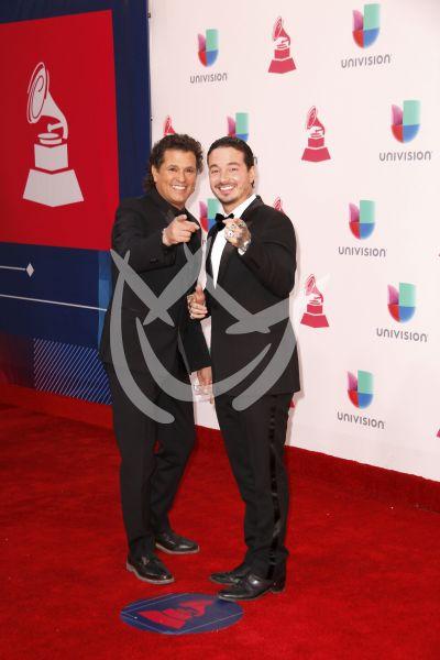 Carlos Vives y J Balvin en Latin Grammy