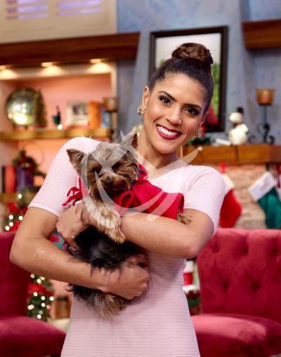 Francisca Lachapel te desea una Navidad ¡de perros!