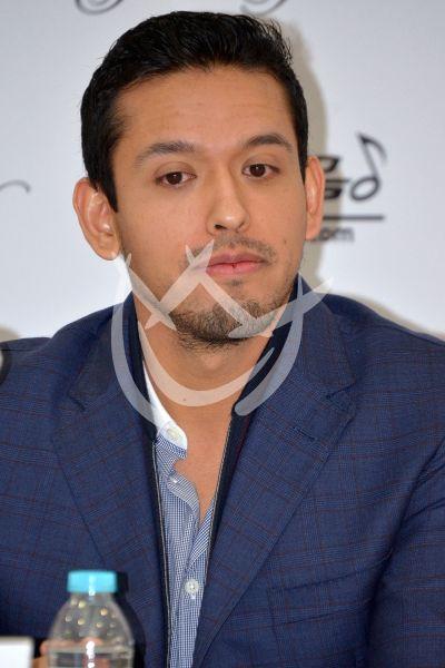 Iván Aguilera comparte Eternamente a Juan Gabriel