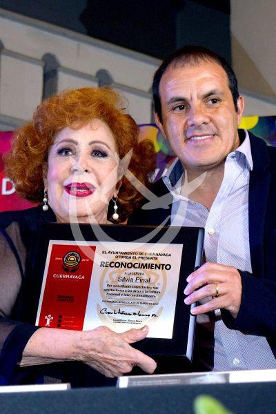 Silvia Pinal presenta su libro en Cuernavaca
