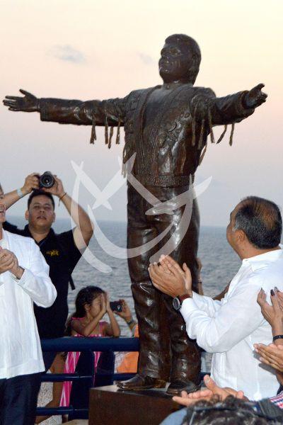 Juan Gabriel tiene su estatua en Acapulco