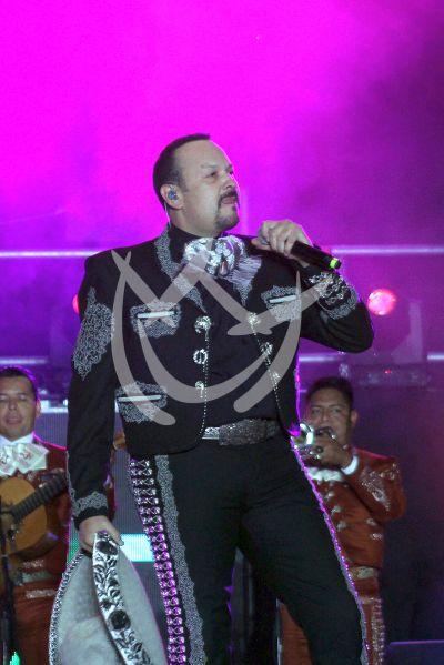 Pepe Aguilar, su hijo y más con la Ke Buena