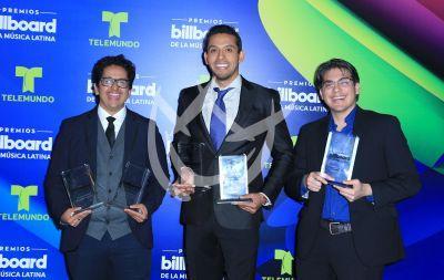 Los hijos de Juanga celebran triunfo de su papá en Billboard