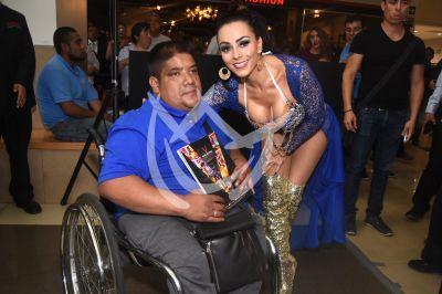 Ivonne Montero por sus fans en Playboy