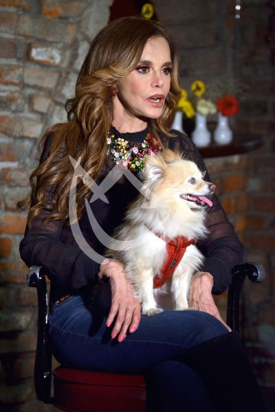 Lucía Méndez ama a su perrita Aura